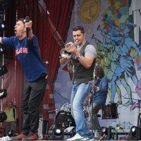 "«Zdob şi Zdub» (Здоб ши Здуб) — молдавская рок-группа на фестивале ""Дикая Мята"" :: Серж Поветкин"