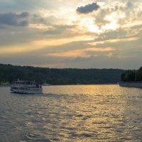 Прогулка по Москва-реке :: Геннадий Катышев