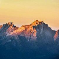 Альпийские горы на рассвете солнца :: Zifa Dimitrieva