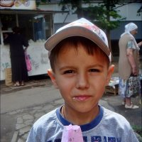 Артур с любимым мороженым :: Нина Корешкова