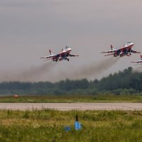 Взлет пилотажной группы Стрижи :: Павел Myth Буканов