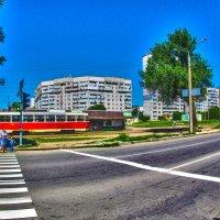 Жара на трамвайной остановке :: Александр Сальтевский