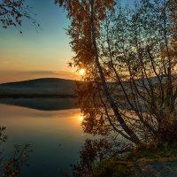 Закат на озере :: vladimir