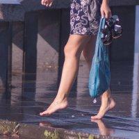 Гуляйте под дождём, если нет дождя замените его фонтаном :: Андрей Жарый
