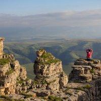 Медитация на скалах Большого  Бермамыта. Высота 2500м. :: Vladimir 070549