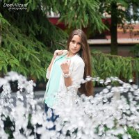 У фонтана .. :: Виталий Удодов