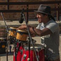 Барабан был плох барабанщик бог... :: олег