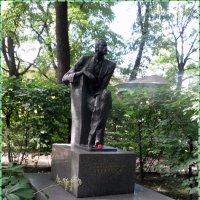 Надгробный памятник Н. Черкасова :: Вера