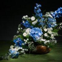 Цветочная  композиция в голубых тонах :: Ольга Дядченко