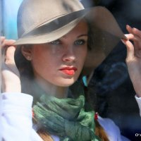 вау,какая девушка-а в трамвае :: Олег Лукьянов