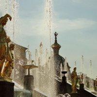 Фонтаны и скульптуры :: Владимир Гилясев