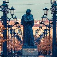 Памятник Н.В. Гоголю. Малая Конюшенная :: Андрей Илларионов
