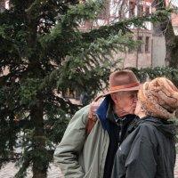 Поцелуй у рождественской ёлки :: Elen Dol
