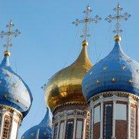 Купола Успенского храма прекрасны при любой погоде :: Александр Буянов