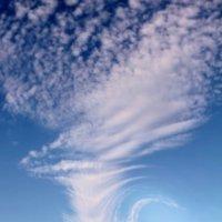 Небесные суда нашли покой в Алуште... :: Валерий Басыров