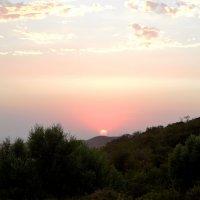 Золотой шар на вершине холма :: Алтай Сейтмагзимов