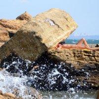 На нудистском пляже :: Raisa Ivanova