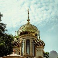 Церквушка в старом парке. :: Роман Безруков