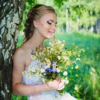С букетом полевых цветов :: Венера Серба