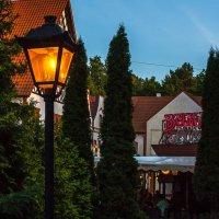 Вечером у кафе Вика :: Игорь Вишняков