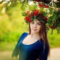 девушка с рябиной :: Ольга Челышева