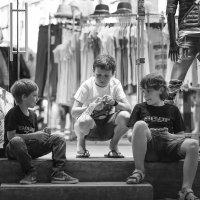 ...пока родители в магазине... :: Vitaly Tunnikov