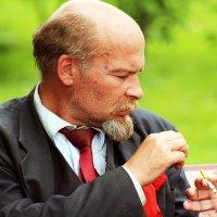 """И как прежде, одну на двоих сигарету...."" :: Дмитрий Иншин"