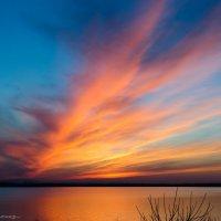 Закат над Октябрьским водохранилищем :: Александр Светлый