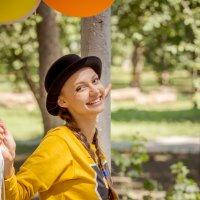 Барышня с шариками и в котелке. :: Андрей Печерский