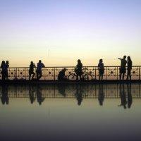 Человеки на закате :: Валерий Аверин