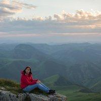 На скалах Большого Бермамыта в лучах заходящего солнца. Высота 2500 м :: Vladimir 070549