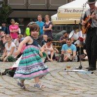 Танцующая на мостовой :: Elen Dol