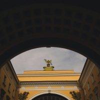 Через две арки... (Санкт-Петербург) :: Павел Зюзин