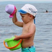 Мальчик с лейкой :: Алёна Ельцова
