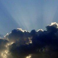 Солнце за облаком. :: Валерьян