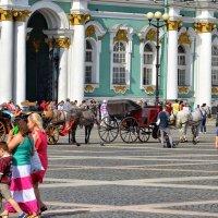 На Дворцовой площади в выходной. :: Юрий Тихонов