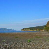 На краю земли. Шантарские острова летом. Остров Большой Шантар. Вдали виден о. Утичий. :: Vladimir 070549