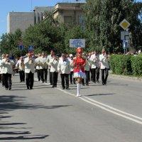 По главной улице с оркестром(день города) :: раиса Орловская