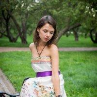 В яблоневом саду :: Астарта Драгнил