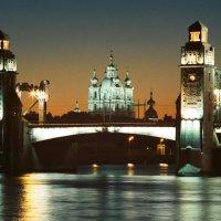 Мост Петра Великого (Большеохтинский) \\ Смольный собор (пленочное фото) :: Евгений Дмитриев
