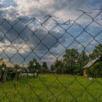 Деревня. Волной облака. Резное оконце. Забор, за забором луга. И вечное солнце. :: Ирина Данилова