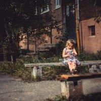 У дома :: Виктория Булина