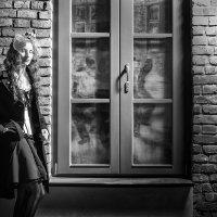 Ночь, улица, фонарь, окно. Я жду тут Вас уже давно. :: Дмитрий Стародубцев