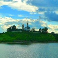 Церковь на берегу Волги. :: Александр Атаулин