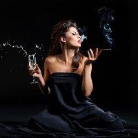 девушка с сигарой :: светлана
