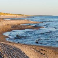 Пустынный пляж :: Леонид Соболев
