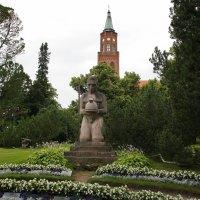 Кафедральный собор . Памятник героям, погибшим в боях 1918 года :: Елена Смолова
