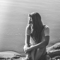 Девушка на берегу :: Дмитрий Мальцев