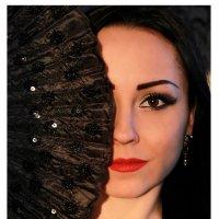 девушка с веером :: Елизавета Хисмадинова
