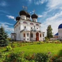 Успенский храм (Вятский монастырь) :: Сергей Тригубенко
